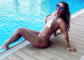 Cea mai sexy playgirl » Anamaria Prodan, întinsă pe pat, purtând doar bikini și sandale!