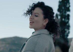 """VIDEO De la """"Ghiță"""" la """"Pupă-mă!"""" » Cum s-a transformat Cleopatra Stratan la 16 ani"""