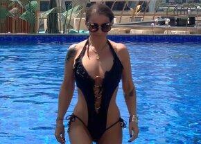 GALERIE FOTO Anamaria Prodan a atras toate privile în Dubai » Apariție incendiară la piscină
