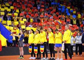 SIMONA HALEP - KRISTINA MLADENOVIC // GALERIE FOTO Franța - România, duel tare și în tribune » Scenografiile afișate la startul semifinalei FED Cup