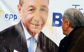 Ilie Năstase s-a răzbunat pe Băsescu, rival la alegeri. Gest lipsit de fair-play filmat