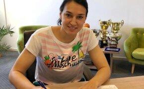 Cristina Neagu si-a prelungic contractul. Are cel mai mare salariu de bugetar din România