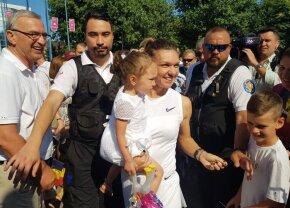 Halep le-a prezentat trofeul de la Wimbledon constănțenilor: mii de oameni au întâmpinat-o