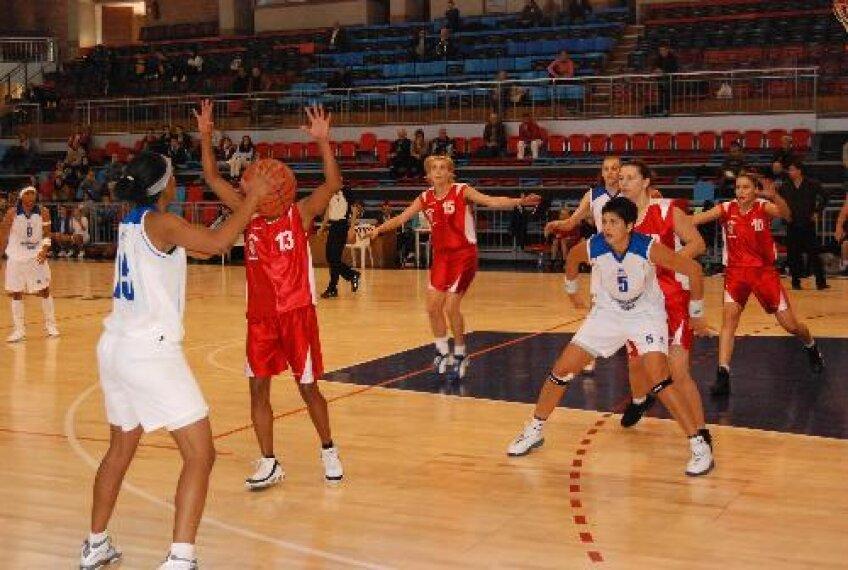 Baschetbalistele de la CSM Satu Mare au învins sîmbătă, pe teren propriu, formaţia Olimpia Bucureşti.