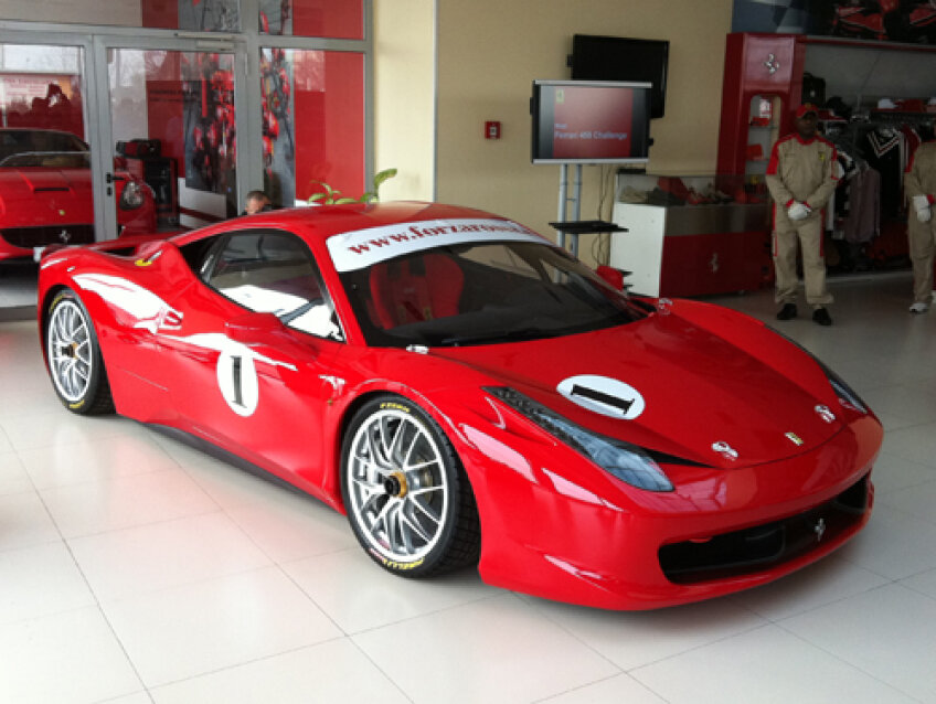 F458, maşina de competiţie a celor de la Ferrari, a fost lansată astăzi la Bucureşti