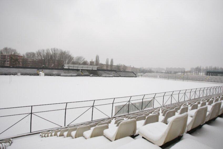 Zăpada s-a aşternut peste stadioanele Ligii 1