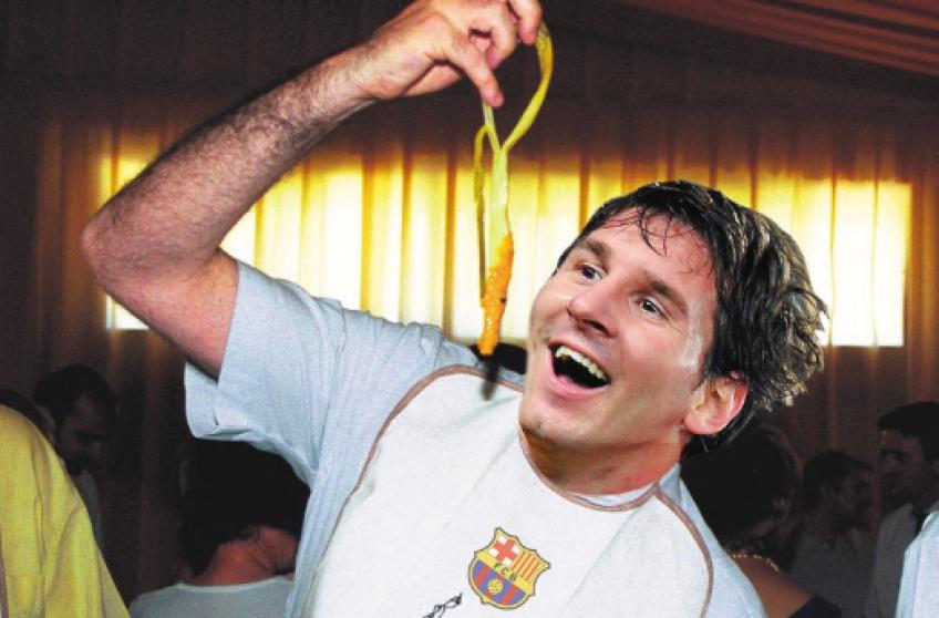 Lionel Messi şi colegii săi s-au distrat la masa luată împreună (sursa foto: sport.es)