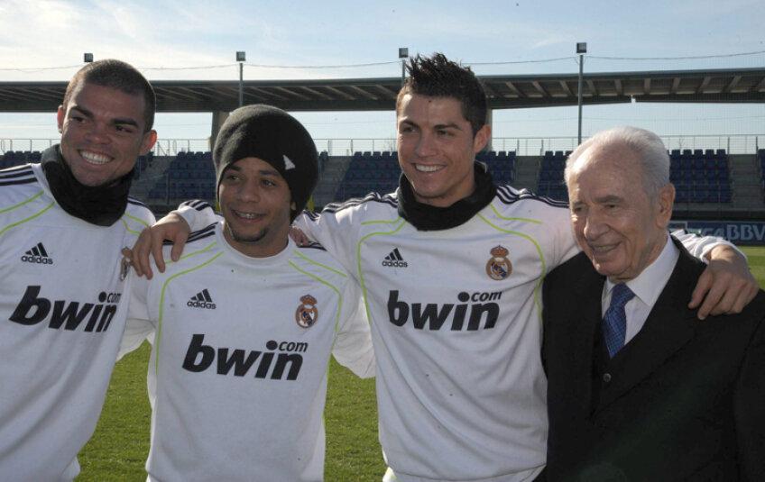 Shimon Peres s-a pozat alături de Ronaldo, Pepe şi Marcelo
