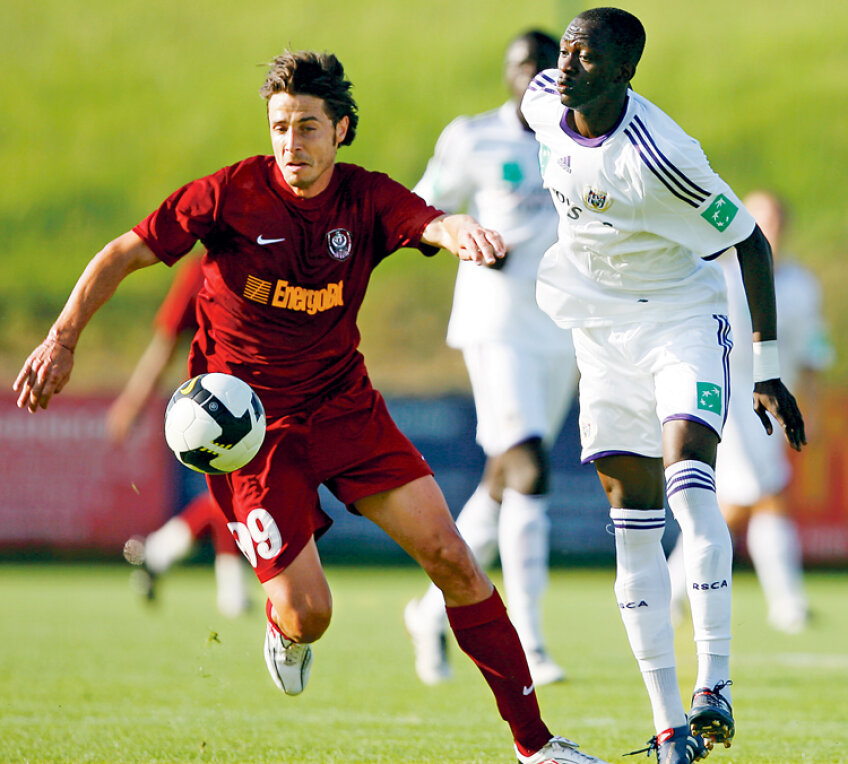 Bakary Sare a jucat împotriva lui Bjelanovici într-un amical CFR - Anderlecht, disputat în vara lui 2010 Foto: Vakarcs Lorand