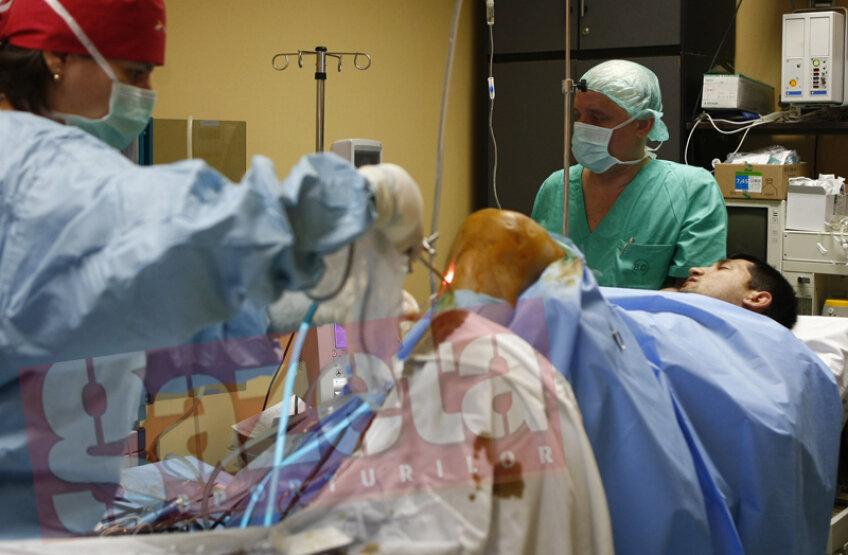 Echipa GSP.ro v-a oferit imagini în exclusivitate în România din timpul operaţiei la ligamente a unui jucător profesionist