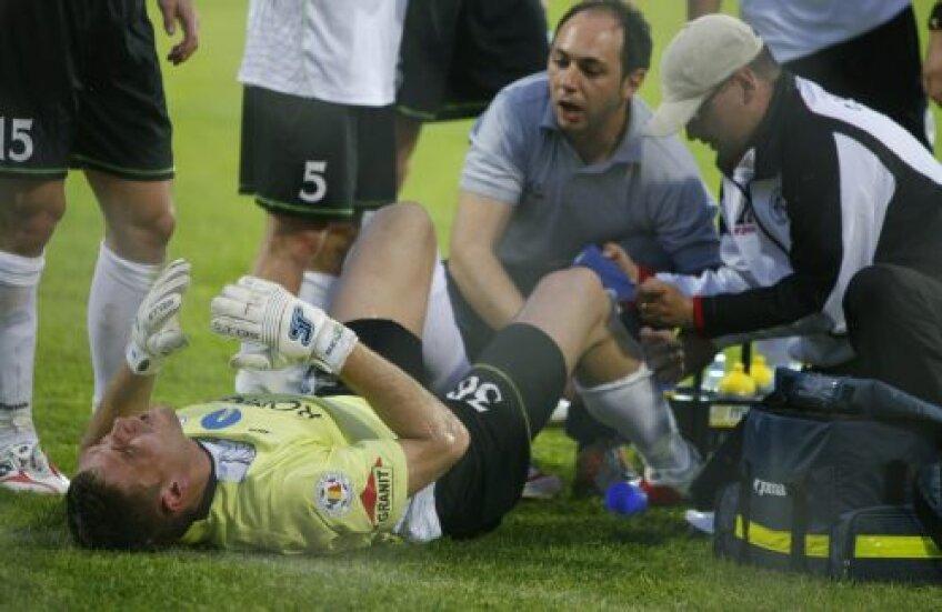 Buchta s-a accidentat în mai 2010, într-un meci cu Rapid