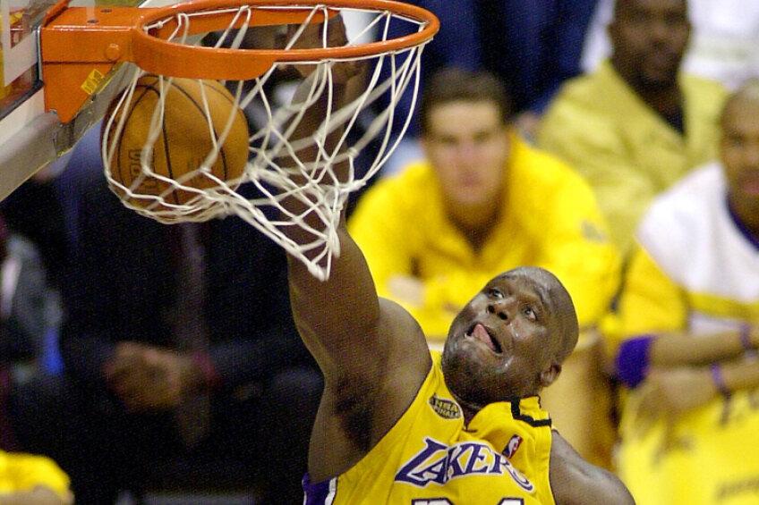 La Lakers, Shaq a fost şi fericit, şi nefericit. A cunoscut gloria, dar a fost nevoit să convieţuiască alături de Kobe Bryant. Cei doi au fost mereu mai mult rivali decît coechiperi Foto: Reuters