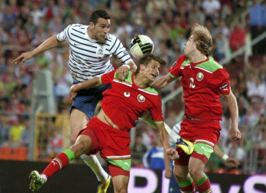 Martinovici (centru, în duel cu Rami) și Verhovțov (dreapta) au făcut un cuplu defensiv greu de străpuns y Foto: Reuters