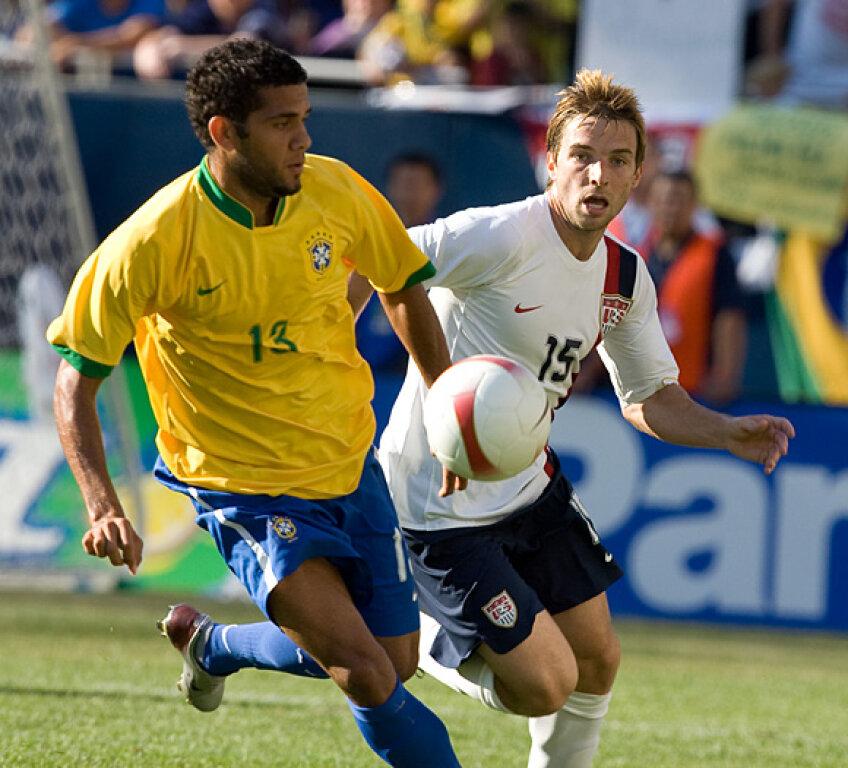 Dani Alves (Barcelona) nu va fi pe teren contra României
