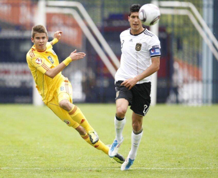 """Bogdan Țîru (stînga) a fost printre """"tricolorii"""" evidențiați la Euro 2011 U17 Foto: Cristi Preda"""