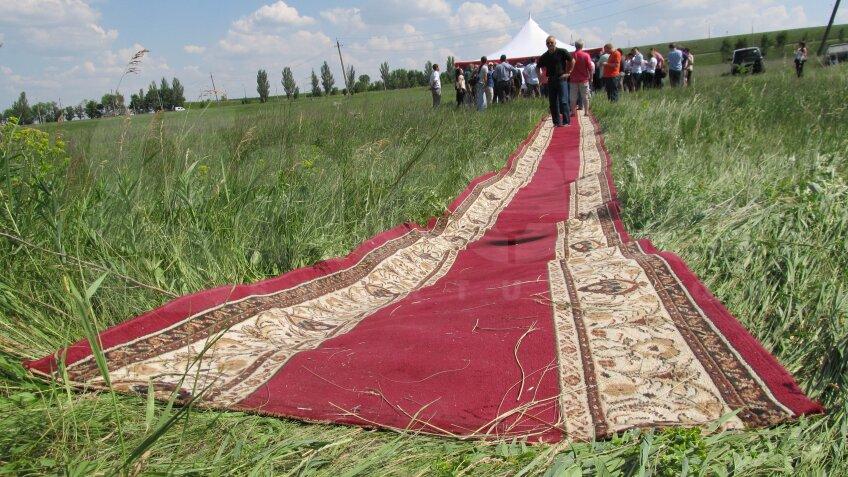 Fanii care nu vor face rost de cazare în Doneţk îşi pot aduce cortul de acasă