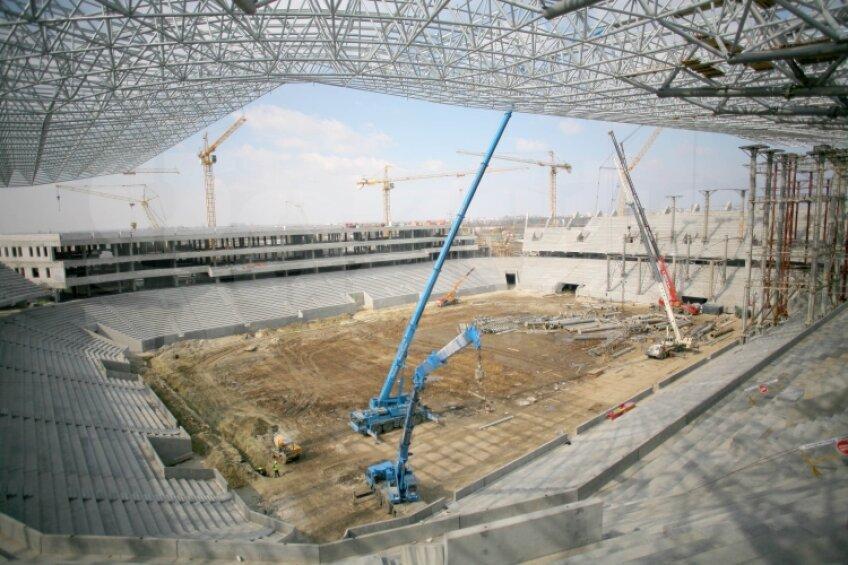 Stadionul din Lvov are 33.788 de locuri pentru spectatori, toate acoperite. Acoperişul arenei va fi transparent, din motive de luminozitate. Iar nivelurile arenei sînt despărţite de o promenadă