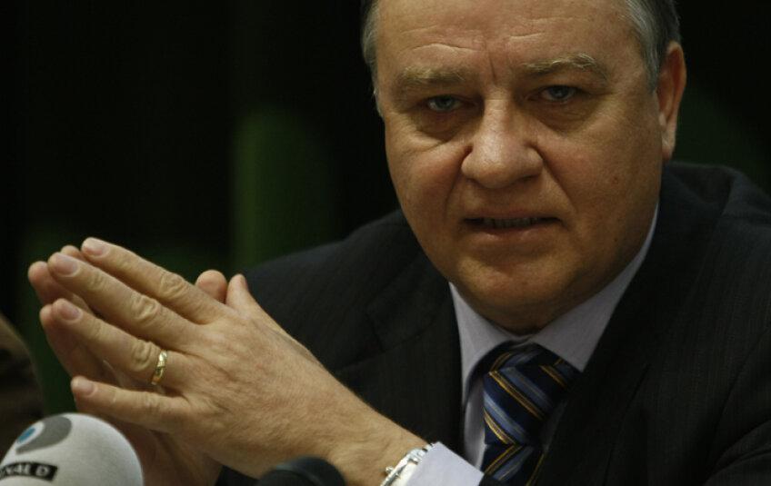 Mircea Sandu aşteaptă ca Hagi să accepte postul de selecţioner al naţionalei