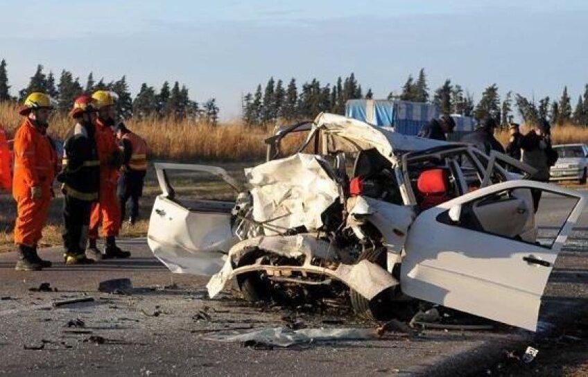 Aşa arată locul accidentului în care au murit trei persoane