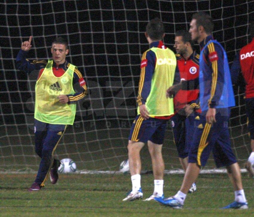 """Antrenamentul """"tricolorilor"""" dinaintea meciului cu Paraguay"""