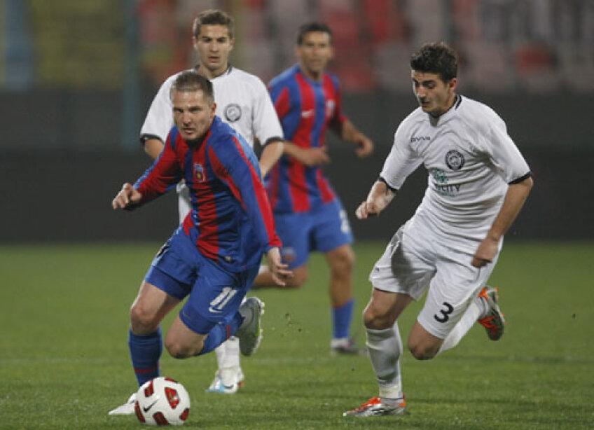 Onofraş (30 de ani), care are un salariu de 10.000 de euro lunar, a jucat pentru Steaua 15 meciuri şi a marcat două goluri