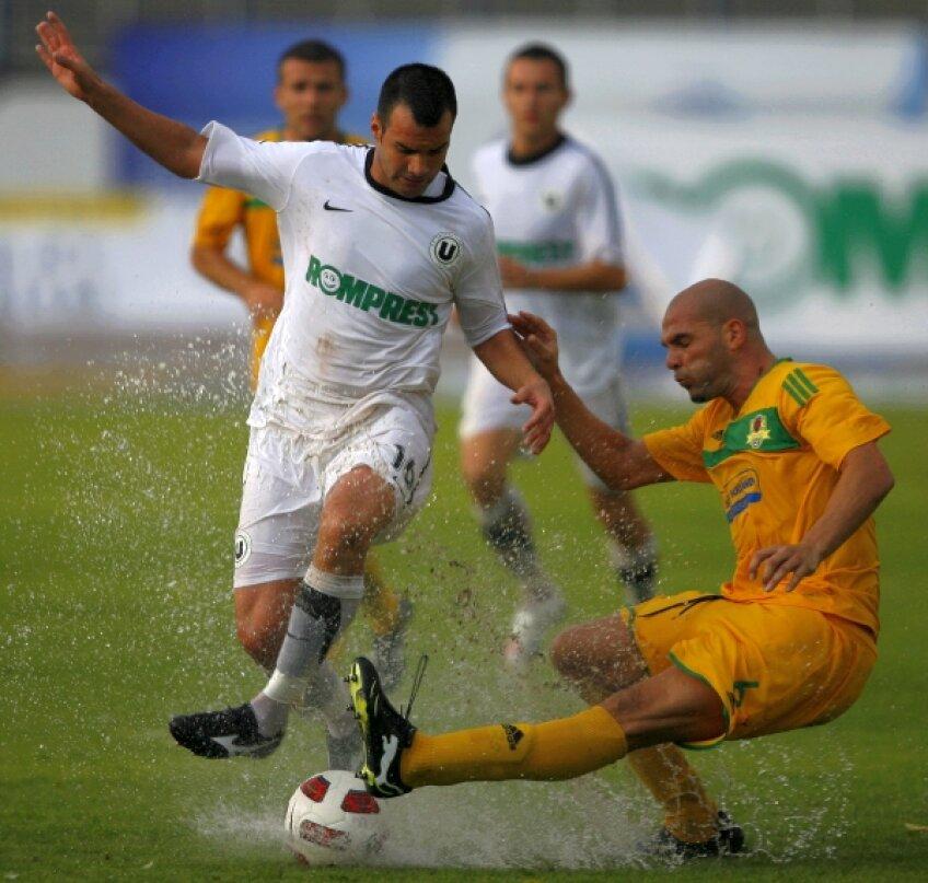 Delgado a mai jucat în ţară la Vaslui şi U Cluj, iar în străinătate la Lazio, SPAL şi Potenza
