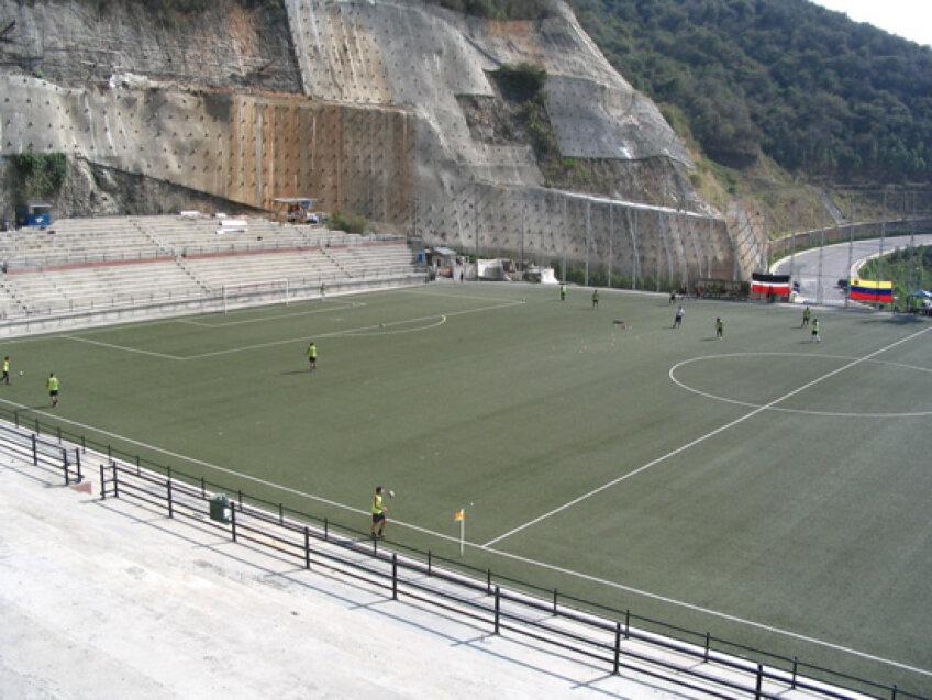 Stadionul Cocodrilos din Caracas, Venezuela, are o capacitate de 3.000 de locuri şi găzduieşte echipa de fotbal FC Caracas.