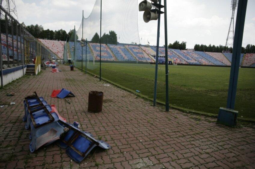 Arena din Ghencea pare părăsită de ani de zile Foto: Alex Nicodim