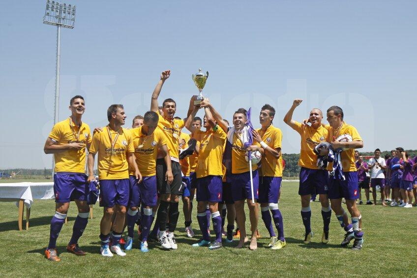 FC Timişoara s-a încoronat cu titlul de campioana naţională Under-19, după ce a cîştigat finala disputată la Buftea în faţa Viitorului Constanţa.