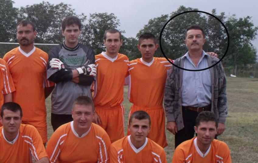 Petrescu este şi antrenor de fotbal la Zorile Coteşti