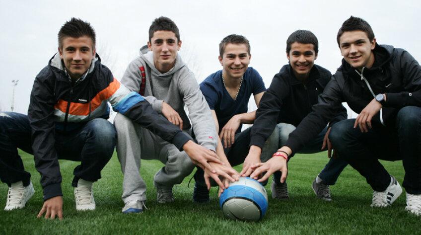Cinci campioni fericiţi de la LPS Banatul (de la stînga la dreapta): Andrei Vaştag, Steliano Filip, Alin Roman, Daniel Birău, Darius Buia