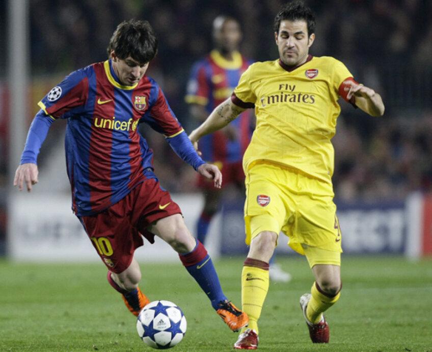 Fabregas (în galben, cu Messi) vrea la Barca pentru a cuceri trofee