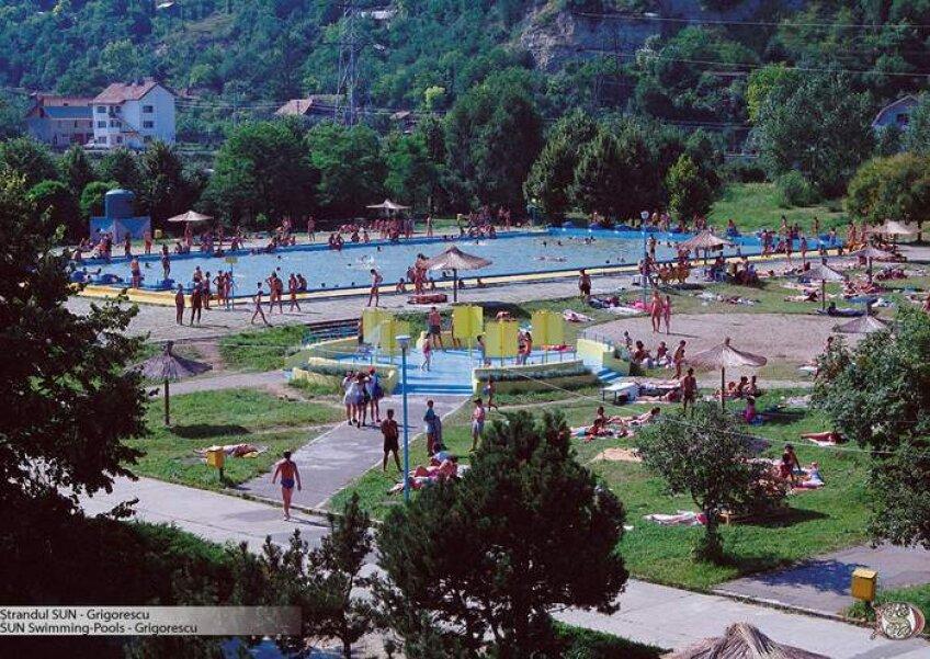 Ştrandul Sun din Cluj are trei bazine, garderobă, şezlonguri şi terasă