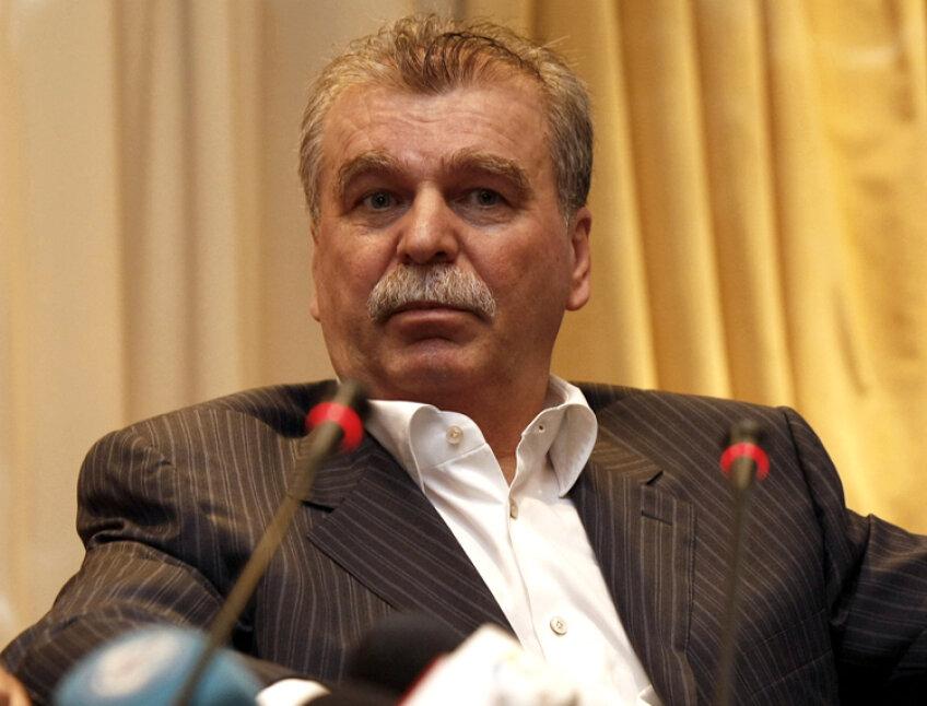 Dinu Gheorghe spune că nu vrea să se implice în scandalul dintre Becali şi Dragomir