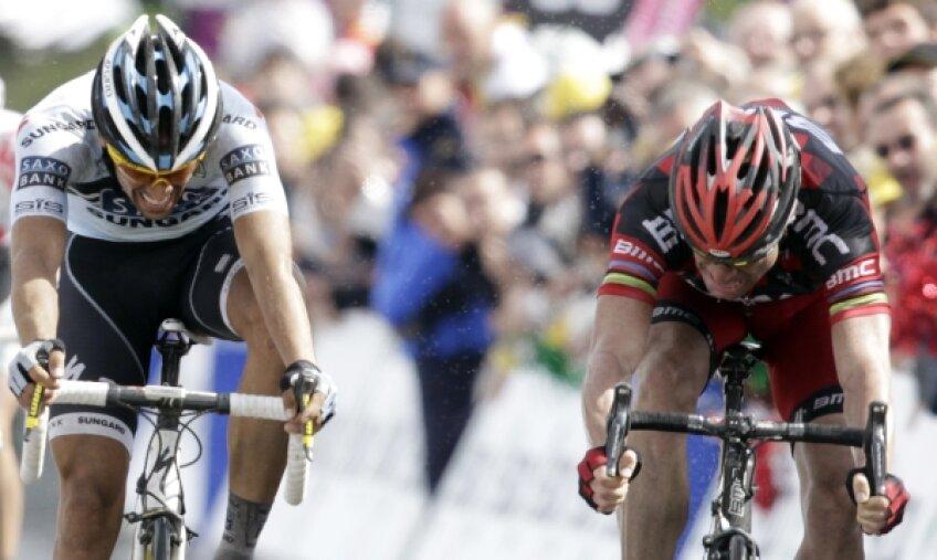 Cadel Evans a reuşit să îi ia faţa lui Alberto Contador la sprint Foto: Reuters