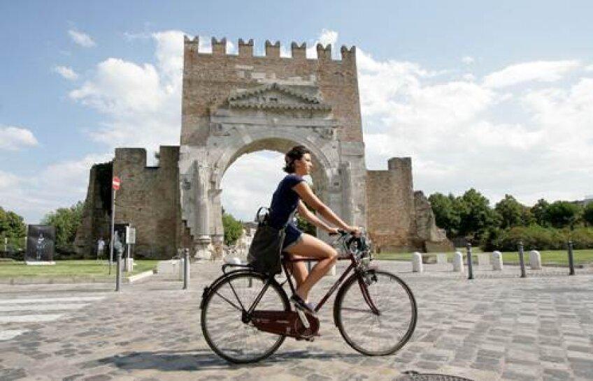 În zona Rimini lucrează sau sînt în vacanţă mii de români.