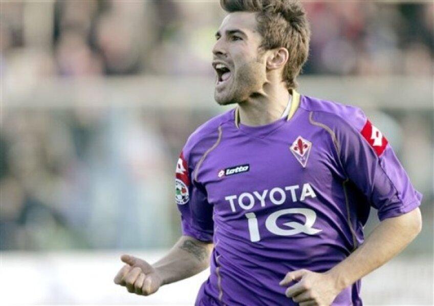 Adrian Mutu a jucat la Fiorentina între 2006 și 2011. Acum s-a transferat la Cesena