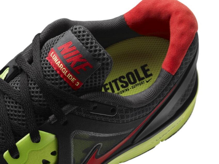Pantoful Nike Lunarglide+ 3 este disponibil în magazinele Nike din România, în două variante atât pentru femei cât şi pentru bărbaţi