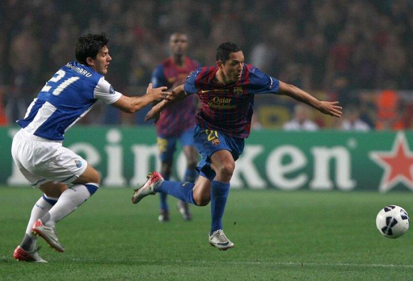 Săpunaru, aici în duel cu Adriano, a pierdut Supercupa în faţa Barcelonei, 0-2
