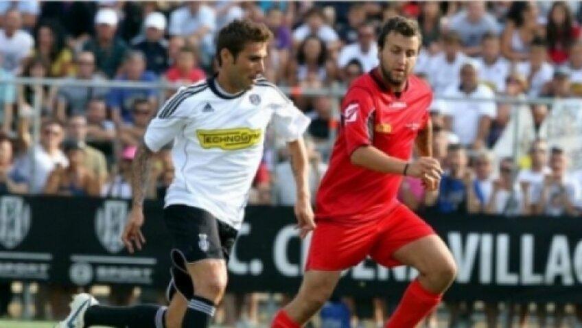 Mutu (în alb) a marcat deja trei goluri pentru noua sa echipă, în amicale