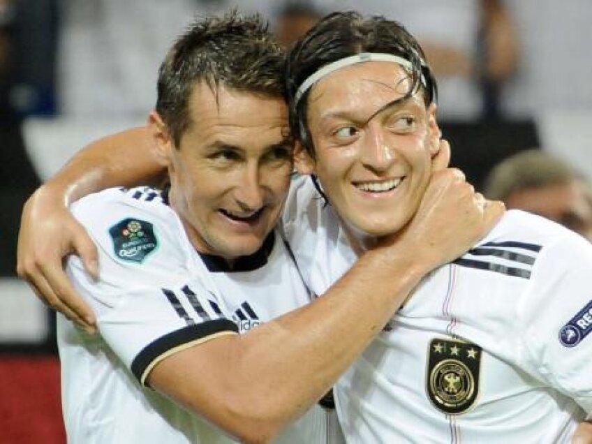 Klose şi Ozil au purtat Germania spre Euro