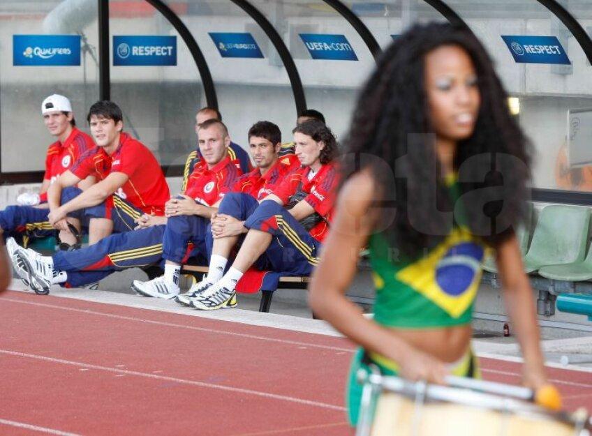 O trupă de samba a încins atmosfera înainte de meci