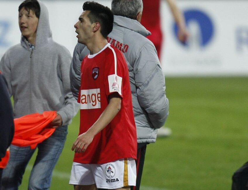Pîrvulescu îşi doreşte enorm de mult să joace la Dinamo. La finalul meciului din returul trecut între Gaz Metan şi Dinamo a făcut schimb de tricouri cu un jucător al