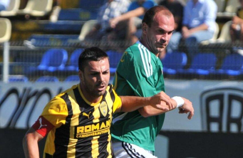 Marian Cristescu (stînga) e anunţat ca titular mîine, împotriva Rapidului