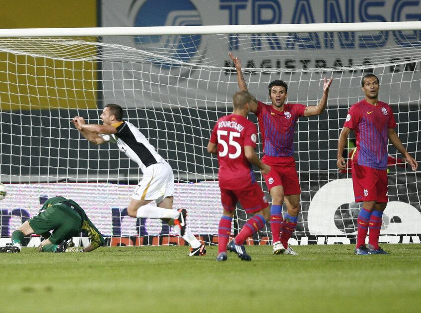 Steliștii au contestat vehement golul de 3-0