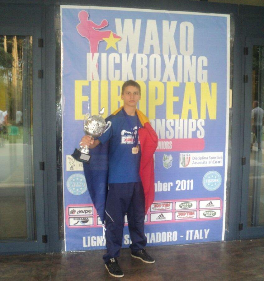 Valentin Chirea este primul român campion european de kick box rezervat juniorilor