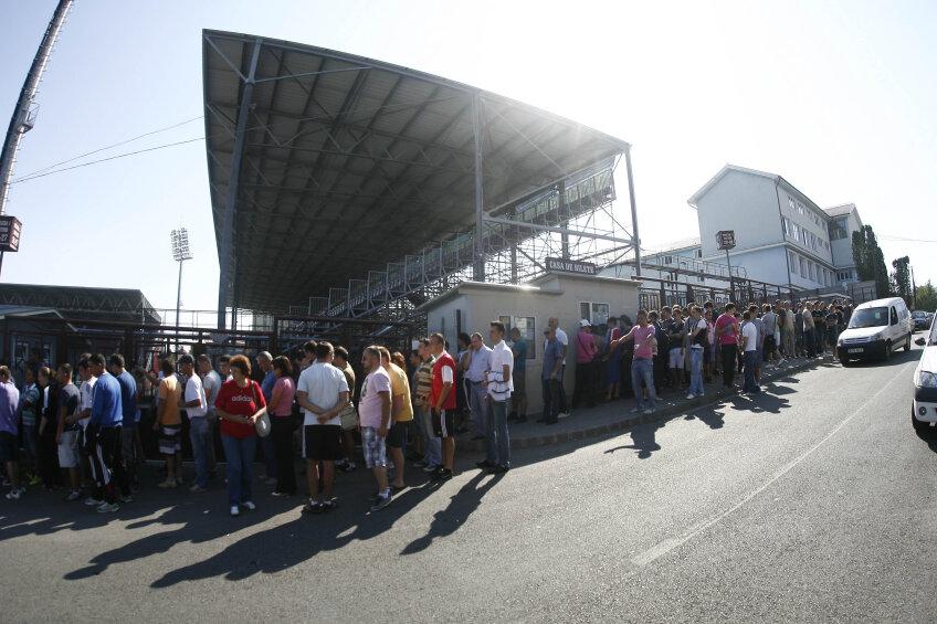 Coadă imensă la biletele pentru Steaua - Schalke