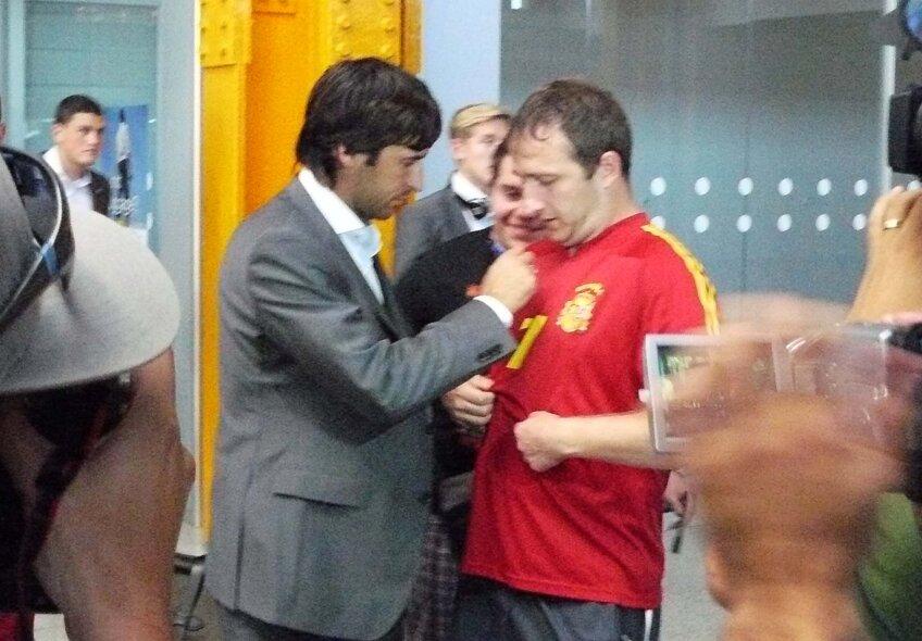 Schalke a sosit la Cluj si vedetele nemtilor au fost luate cu asalt de suporterii doritori de autografe