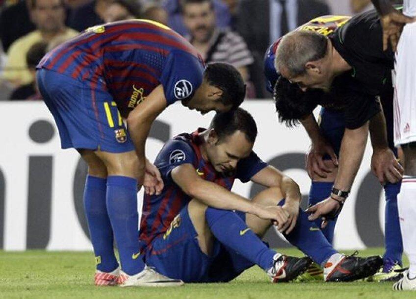 Iniesta s-a accidentat in meciul cu Milan si va lipsi aproape 7 saptamani