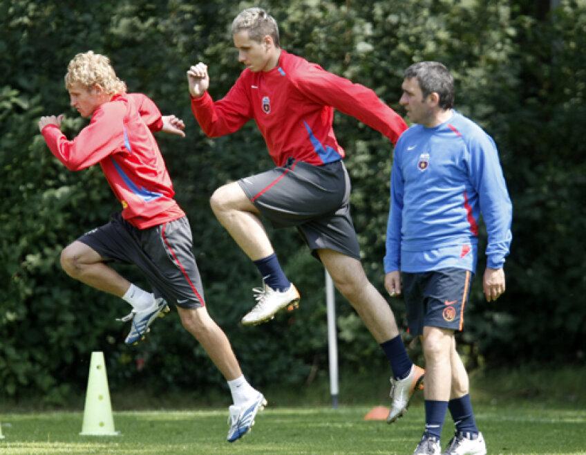 În 2007, Neşu (stînga) l-a avut ca antrenor pe Hagi în Ghencea